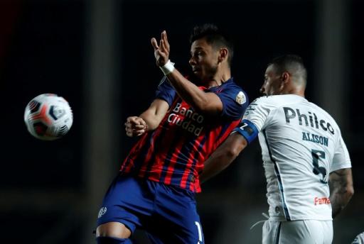 Holan recupera al trío ofensivo del Santos para duelo crucial con San Lorenzo