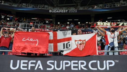 Felices pero prudentes, los hinchas regresan al estadio para un partido europeo