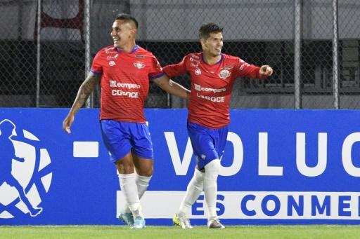 Wilstermann gana 3-1 a Peñarol y revive sus aspiraciones en Libertadores