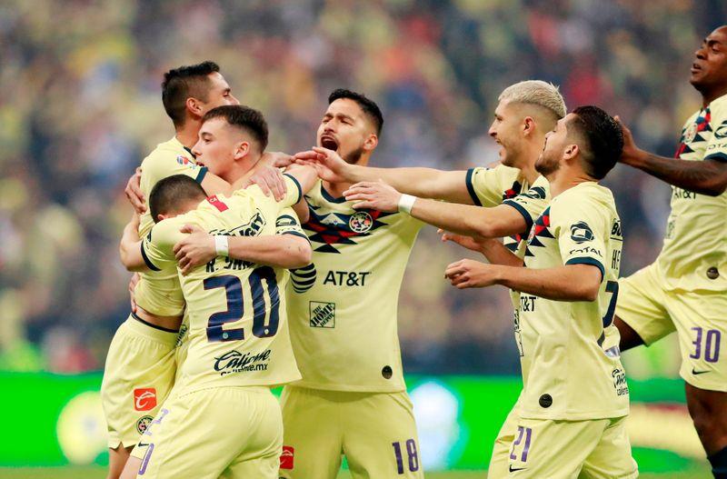 América golea a Santos Laguna y es líder en México