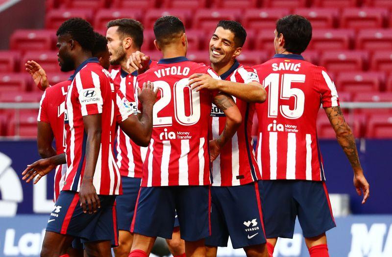 Suárez debuta en Atlético con doblete en goleada 6-1 por La Liga, Barcelona también arrolla