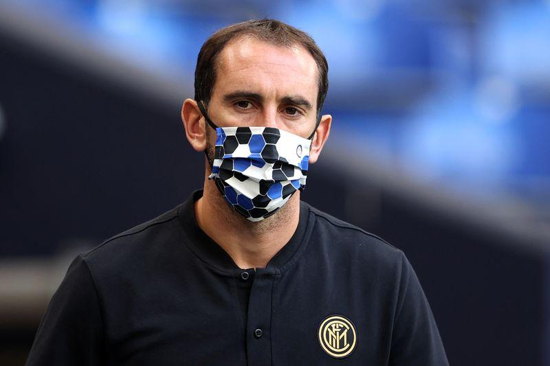 Capitán uruguayo Godín ficha por el Cagliari tras una temporada en el Inter de Milán