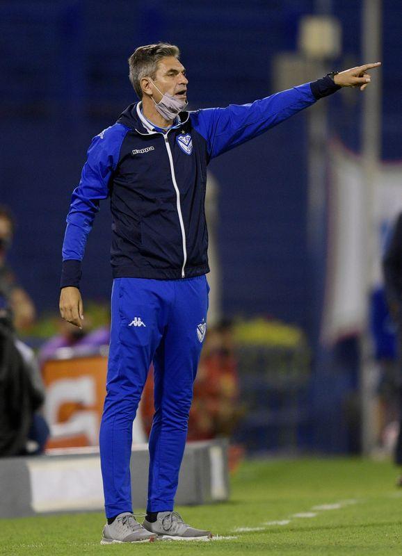 Vélez Sarsfield vapulea a Gimnasia y Esgrima en liga argentina; pierde Boca Juniors