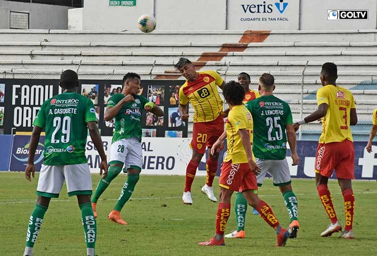 Orense rescató un empate con un hombre menos ante Aucas